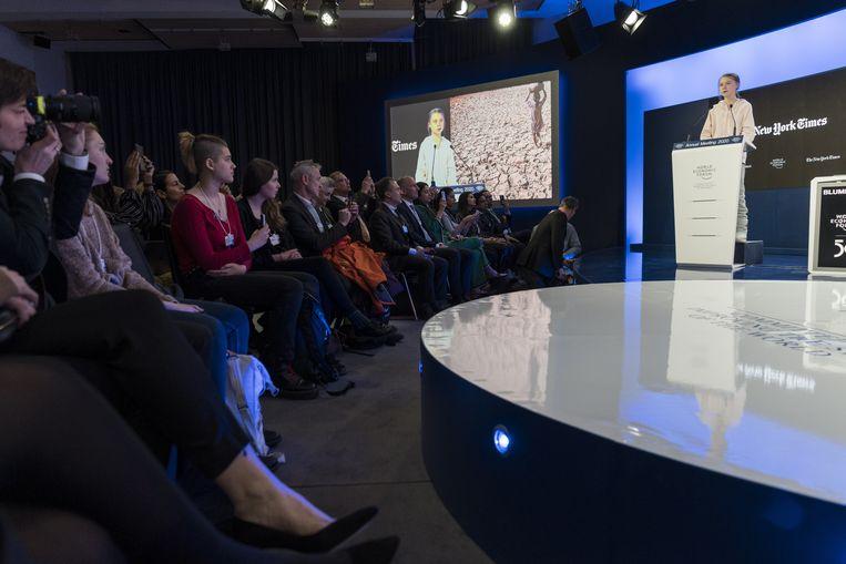 Thunberg speecht op de 50ste editie van het World Economic Forum in Davos. Er waren zoveel toeschouwers dat de organisatoren extra zitplaatsen moesten voorzien.
