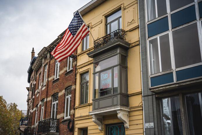 Op het huis aan Ter Platen wappert sinds zondag een Amerikaanse vlag.