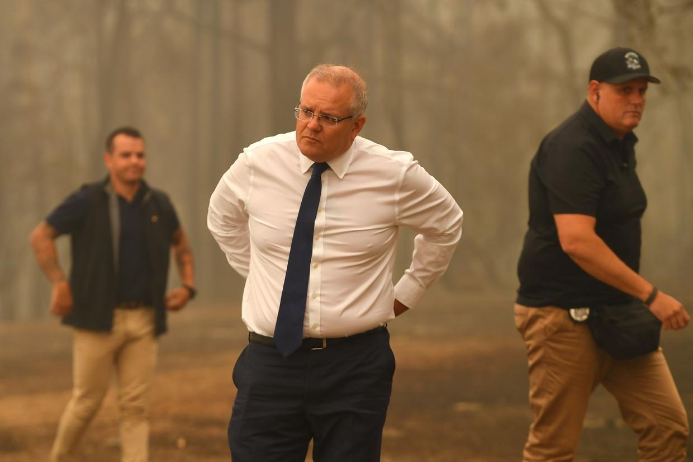 Premier Scott Morrison bezoekt door bosbranden verwoeste bedrijven.  Beeld AFP