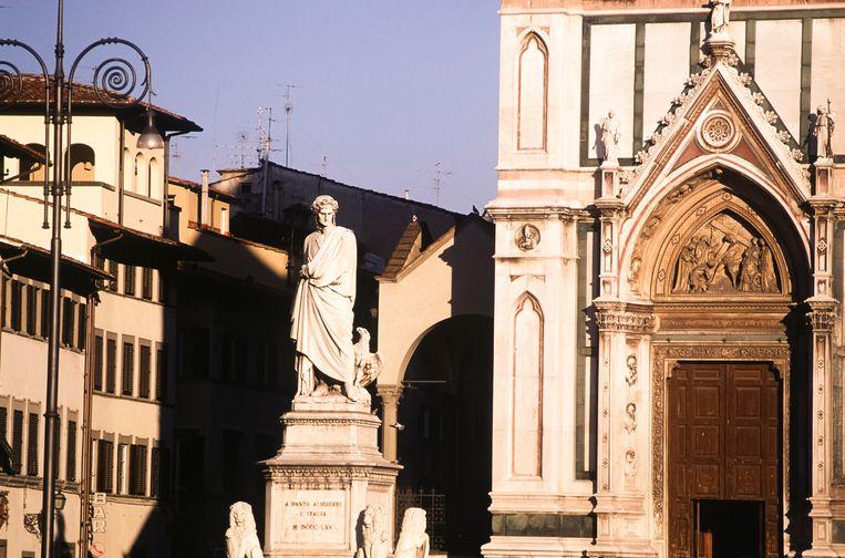 Het standbeeld van Dante in Florence.  Beeld Getty