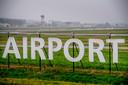 Door nieuwe, strengere geluidsnormen kan straks in ruime zones rond vliegvelden, zoals Lelystad Airport, lastiger woningbouw komen.