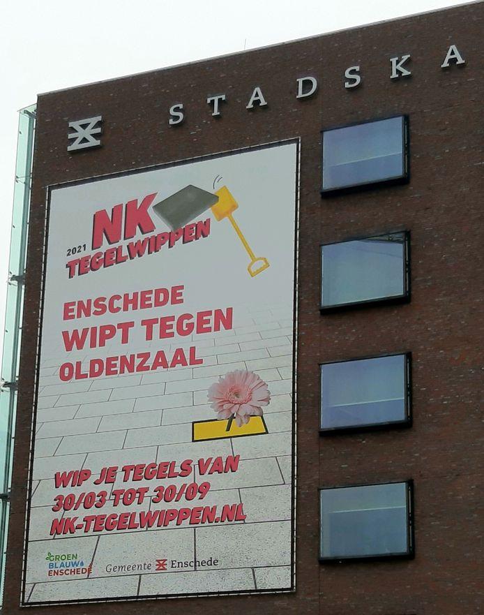 Enschede wipt tegen Oldenzaal. Dat is de boodschap die verkondigd wordt op het Stadskantoor in Enschede. Enschede staat voorlopig op achterstand.