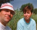 John met zijn echtgenote Wilma, in de eerste jaren van hun relatie.