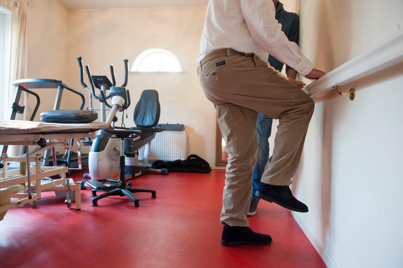 Met speciale trainingen moeten ouderen in Almelo meer kracht krijgen, zodat ze zich thuis beter kunnen redden.