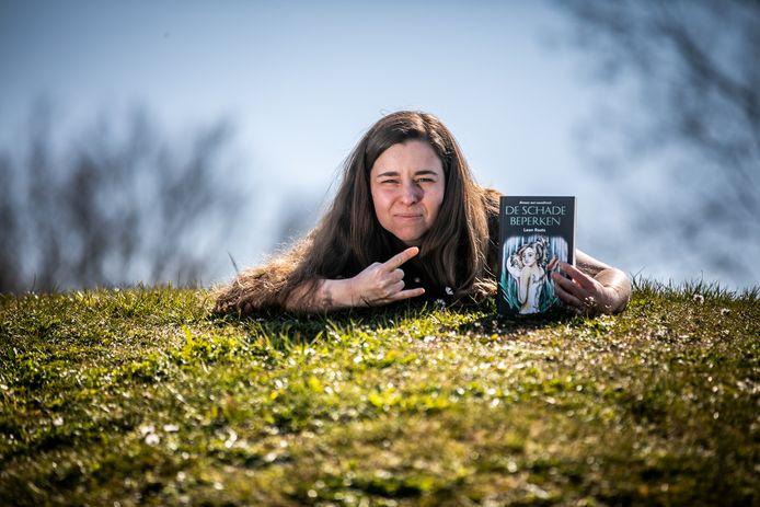 Leen Raats schrijft boek 'De schade beperken'.