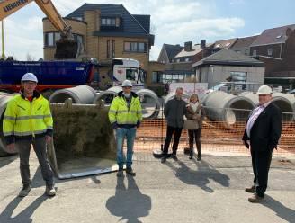 """Sleuf van vier meter diep in Wolvertemsesteenweg: """"De werken gaan zeer goed vooruit"""""""
