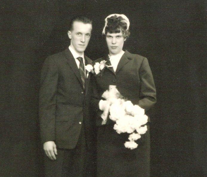 De trouwfoto van Harrie en Ria van der Loo.