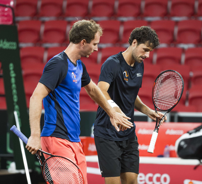 Matwé Middelkoop (links) en Robin Haase.