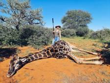 Une chasseuse s'affiche avec son cadeau de Saint-Valentin: un coeur de girafe