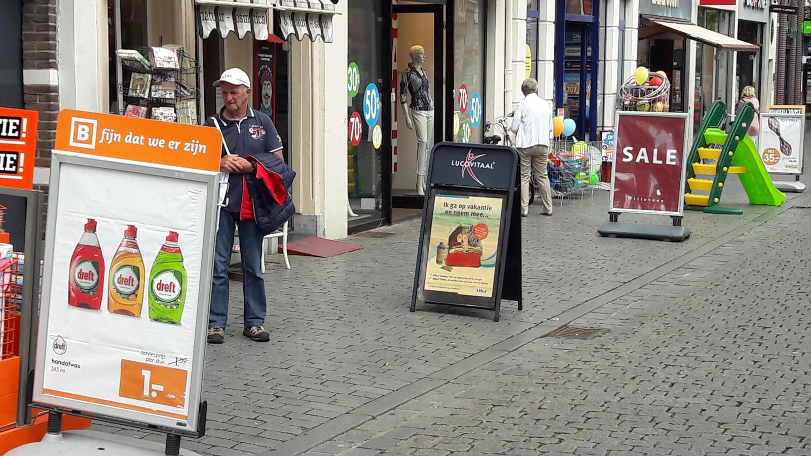 Gemeente treedt voorlopig niet handhavend op tegen reclameborden in centrum van Bergen op Zoom.