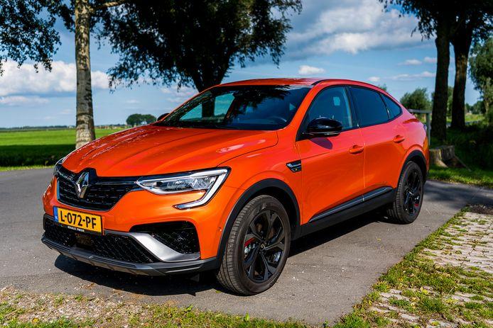 De Renault Arkana wordt in Nederland uitsluitend als zelfopladende hybride geleverd.