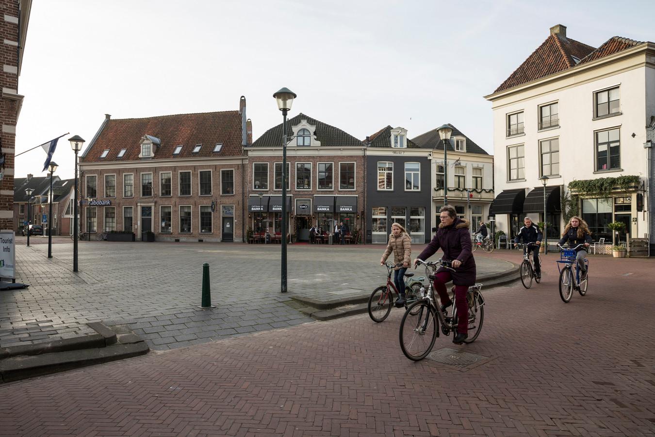 De Markt in Hattem vlak voor de herinrichting (archieffoto).