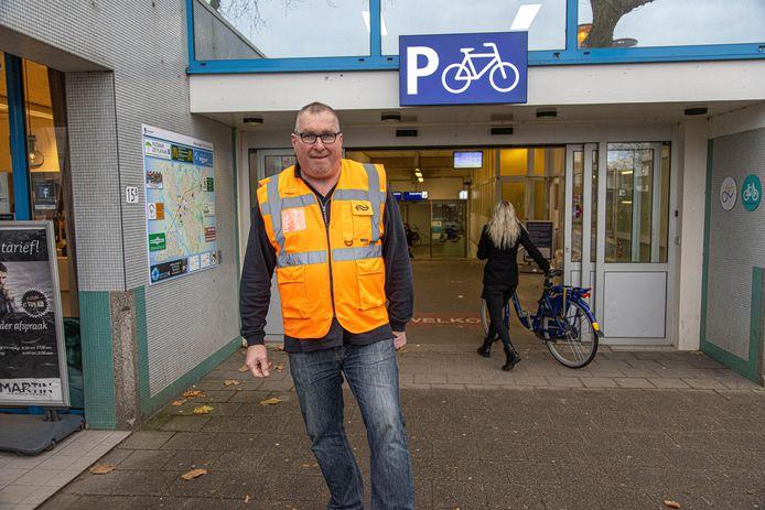 Na 46 jaar verlaat familie Spruijt de huidige bemande fietsenstalling op station Zwolle. Zijn vader en opa gingen Willy (foto)n voor in Zwolle.