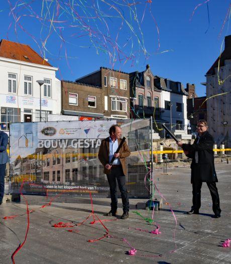 Bouw appartementencomplex in Terneuzense Nieuwstraat is reden voor bescheiden feestje
