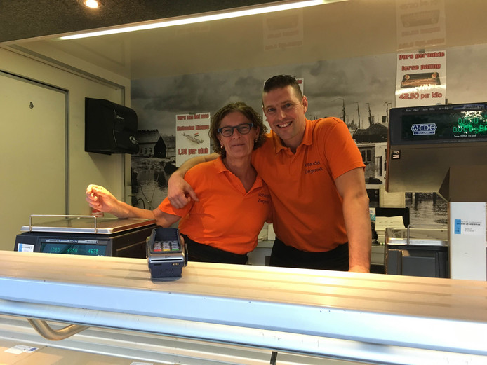 Winnaars Ria en zoon Dennis Ziegerink van Vishandel Ziegerink. Foto: Engelbert Heideman