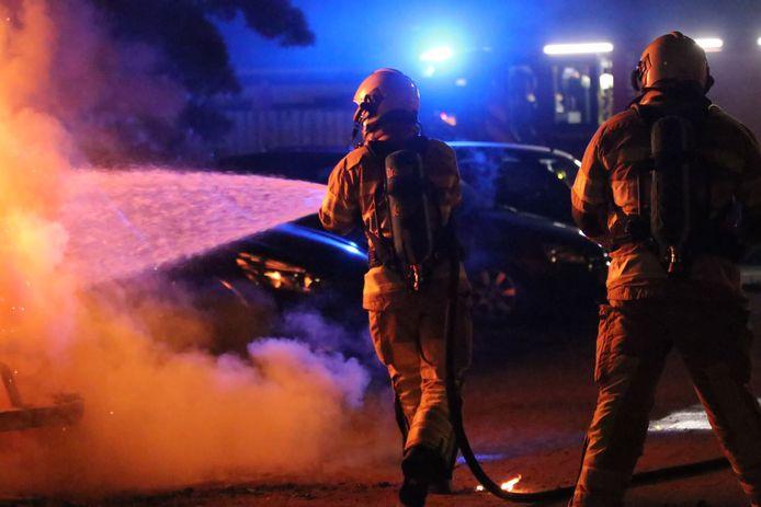 Drie auto's zwaar beschadigd na autobrand Veenendaal