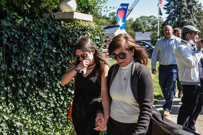 Rouwenden stromen toe voor de uitvaartplechtigheid van Gabby Petito in in Holbrook, New York.