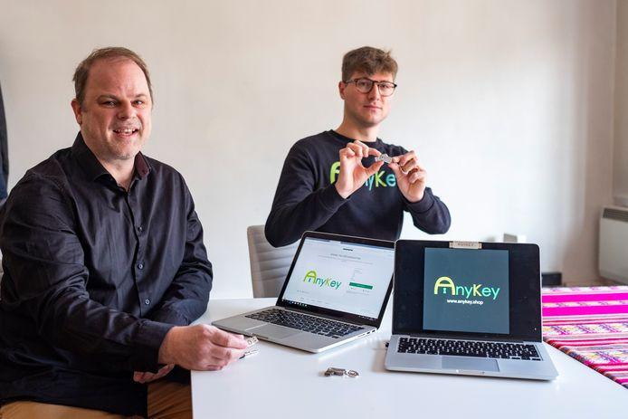 Walter en Sietse met de AnyKey.