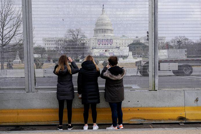 Voorbereidingen en hoge omheiningen in aanloop naar de inauguratie van Joe Biden.