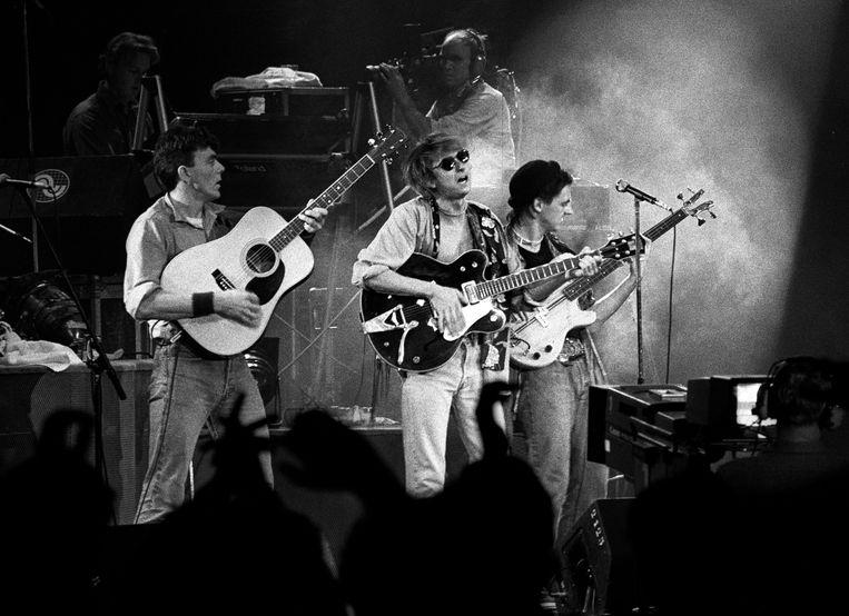 Mark Hollis (midden) op het podium bij Veronica's Rocknight in de Rotterdamse Ahoy op 21 september 1984. Beeld Redferns