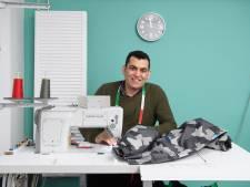 Syriër Abdel repareert kleding in het centrum van Eibergen