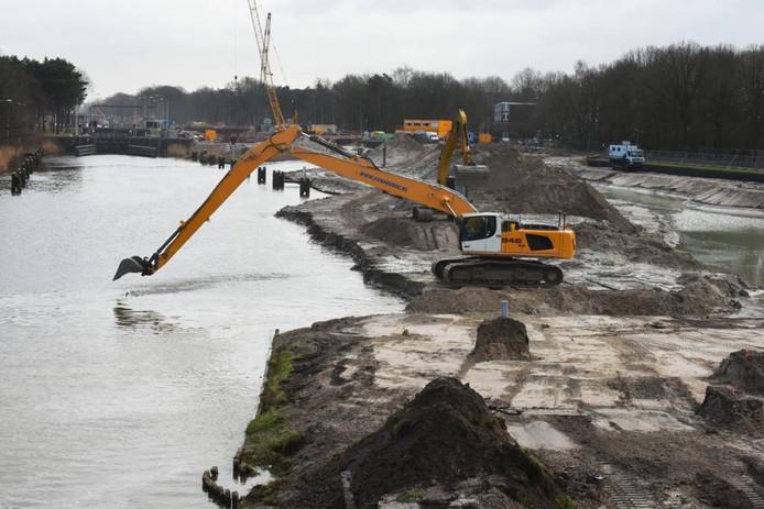 Werkzaamheden aan het Wilhelminakanaal in Tilburg.