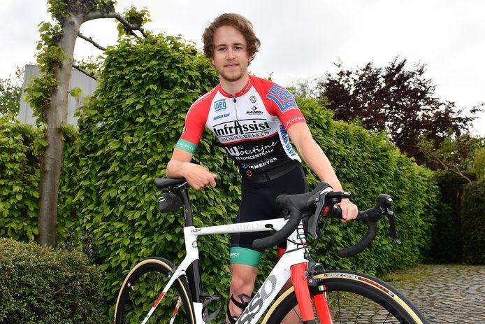 Elias Maris schreef in een sprint met vier de eerste etappe van de Ronde van Madrid voor beloften op zijn naam.