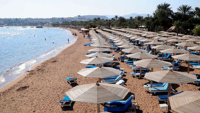 De stranden van Sharm-el-Sheikh in Egypte liggen half april weer vol toeristen. Beeld EPA