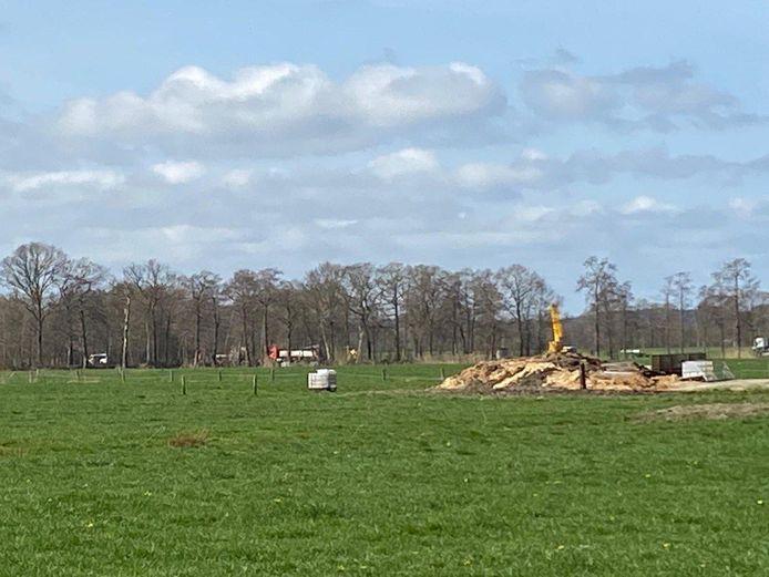 Op 1 april werd de zendmast in Den Ham verwijderd.