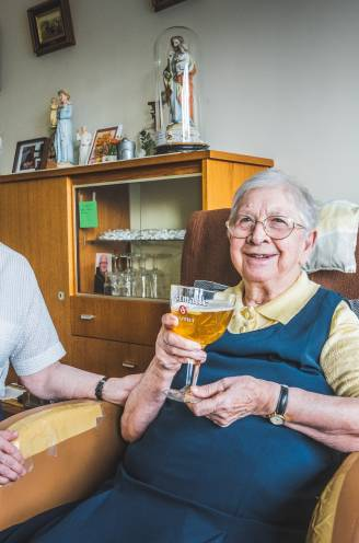 """""""De angst is weg, hier wordt weer gezongen"""": in Gents rusthuis, waar 29 bejaarden stierven aan corona, herneemt het leven"""