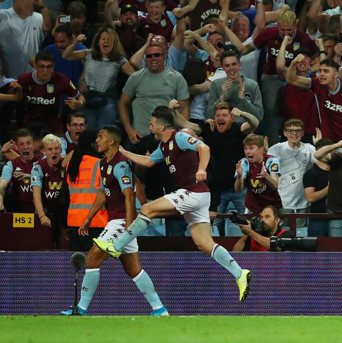 Anwar El Ghazi en de fans van Villa zijn in extase na zijn goal tegen Everton.