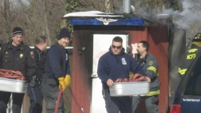 Pompiers redden honderd kilo worst uit brand
