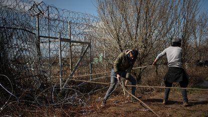 Griekenland versterkt en verlengt hek aan grens met Turkije om migranten tegen te houden