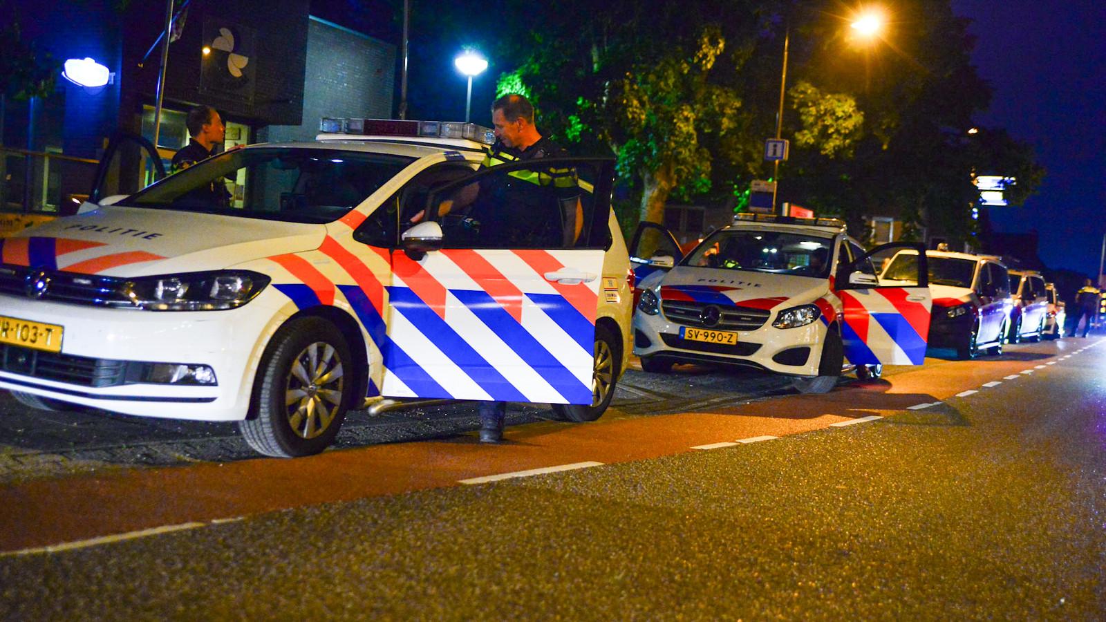Politie bij café in Deurne waar zo'n 150 mensen op de vuist gingen.