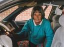 Eva uit La, de dakloze die indruk maakte op Bas en zijn collega's. Ze woont in haar auto.