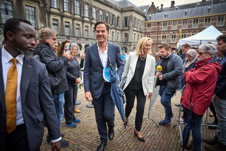 Mark Rutte (VVD) en Sigrid Kaag (D66) op het Binnenhof. Beeld ANP