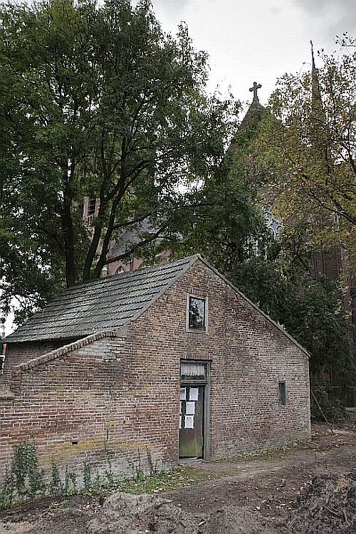 Het baarhuisje in de Berghemse pastorietuin. Foto Peter van Huijkelom