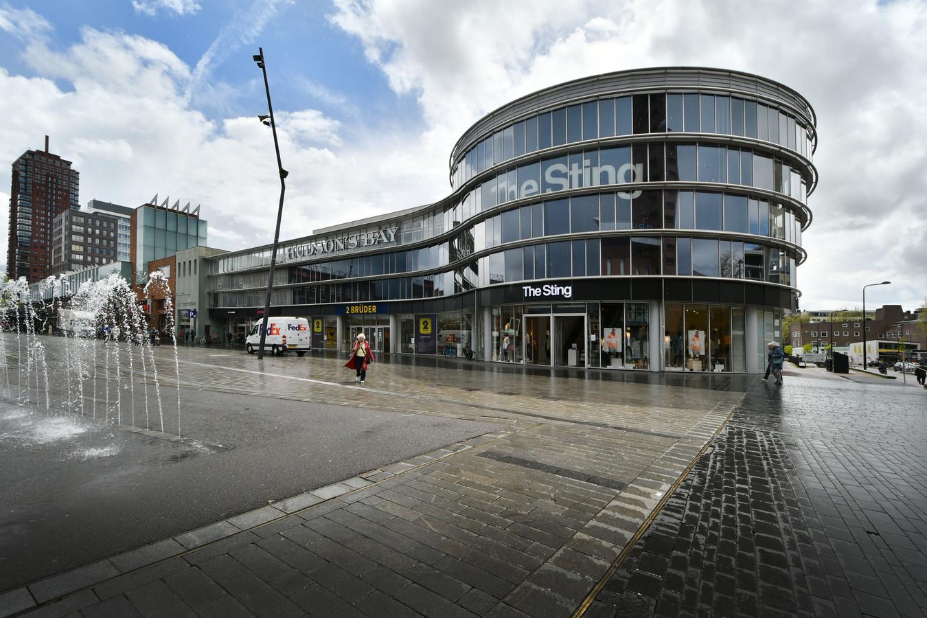 2 Brüder vertrekt uit Enschede. Daarmee komt het oude pand van V&D opnieuw leeg. Gaat Enschede Almelo (mooi appartementencomplex) of Hengelo (langdurige leegstand) achterna?