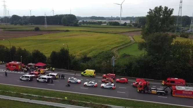 Dronebeelden tonen afgesloten Brusselse Ring nadat tankwagen met giftige stof kantelde - Weg weer volledig vrij