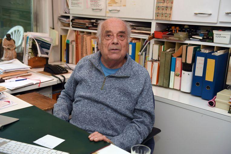 Willy Kuijpers in zijn bureau in zijn woning in Herent. Beeld Vertommen
