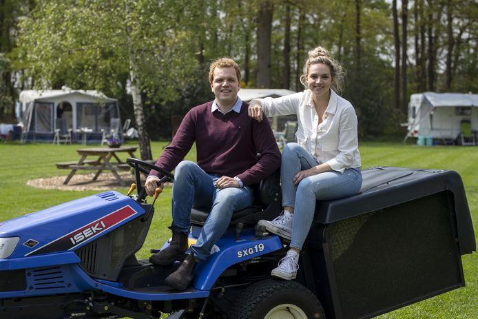 Tom en Silke Bouwman zetten de boerencamping voort, die hun grootouders 17 jaar geleden begonnen.