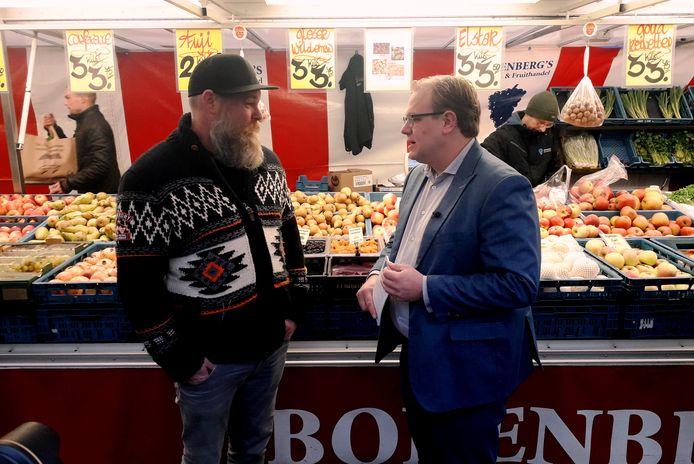 Er was Mark Sandmann veel aan gelegen om de bevolking volop te betrekken bij een nieuw Marktplein. Zo ging hij vorig jaar de markt op om mensen te overtuigen te gaan stemmen. In zijn optiek is het niet te verkopen om de uitkomst van die verkiezing in de ijskast te zetten.