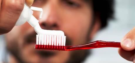 Waarom je eens je tanden zou moeten poetsen terwijl je op één been staat