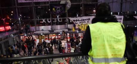 Des centaines de militants écologistes ont occupé durant 17 heures d'affilée un centre commercial à Paris