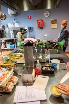 Buurtkoks samen aan de slag: 'Drie gangen voor 6,50 euro is restaurantwaardig'
