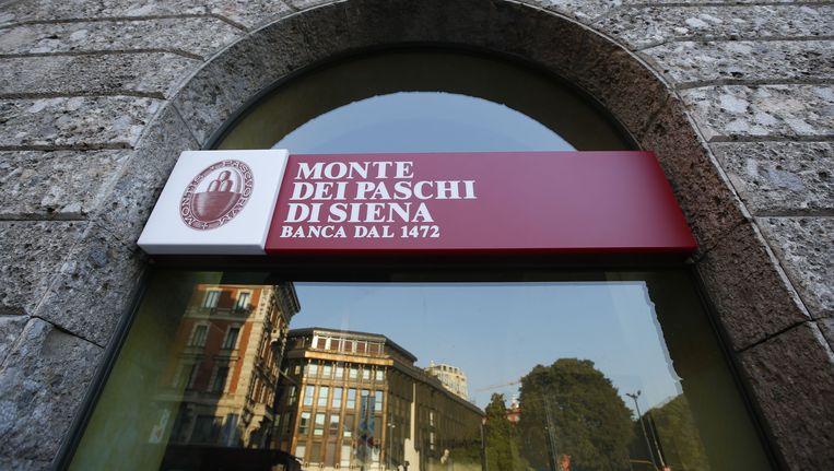 Een filiaal van Monte Dei Paschi di Siena in Milaan. Beeld AP