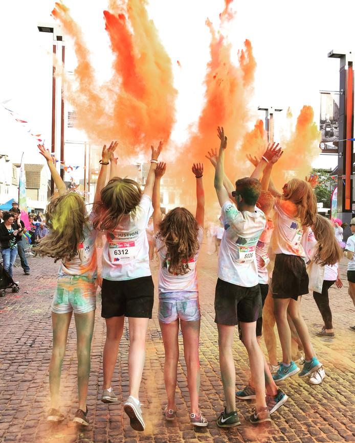 Een kleurig einde van de Colour your Day in Terneuzen, met mijn dochter Isabelle en haar vrienden.