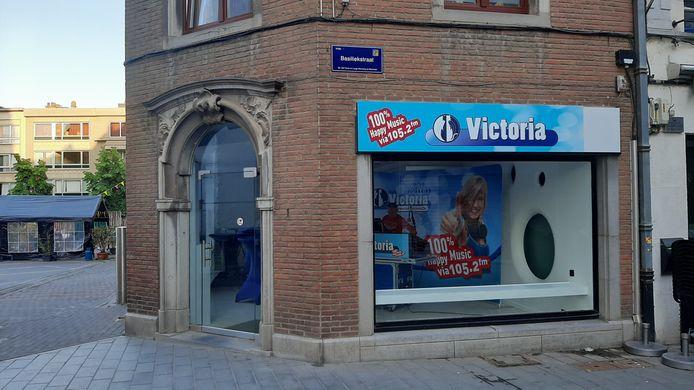 De pop-up radiostudio in de Basiliekstraat in Halle van Radio Victoria.