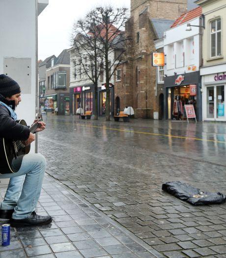 Breda spookstad: alleen de straatmuzikant speelt nog stug door