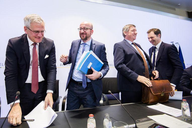 Premier Michel omringd door vicepremiers Kris Peeters (CD&V), Jan Jambon (N-VA) en Alexander De Croo (Open Vld). Beeld belga